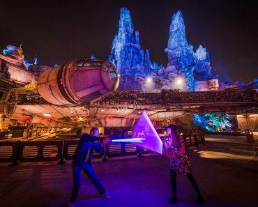 ¿Vale la pena el sable de luz de $ 200 de Star Wars Land? 1