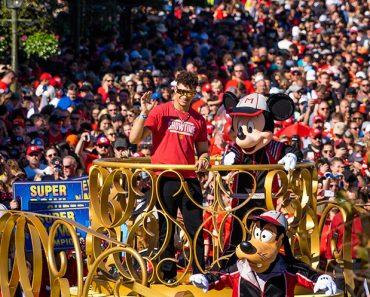 Actualización de Magic Kingdom: Super Bowl Parade & Crowds, TRON Construction y más 2