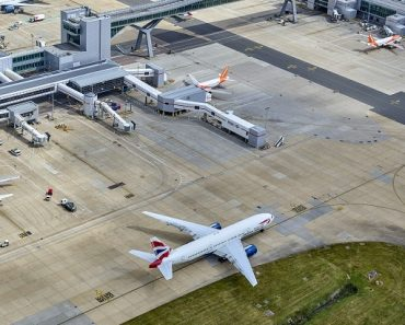 El aeropuerto de Gatwick corta personal, cierra puertas y suspende inversiones | Noticias 7