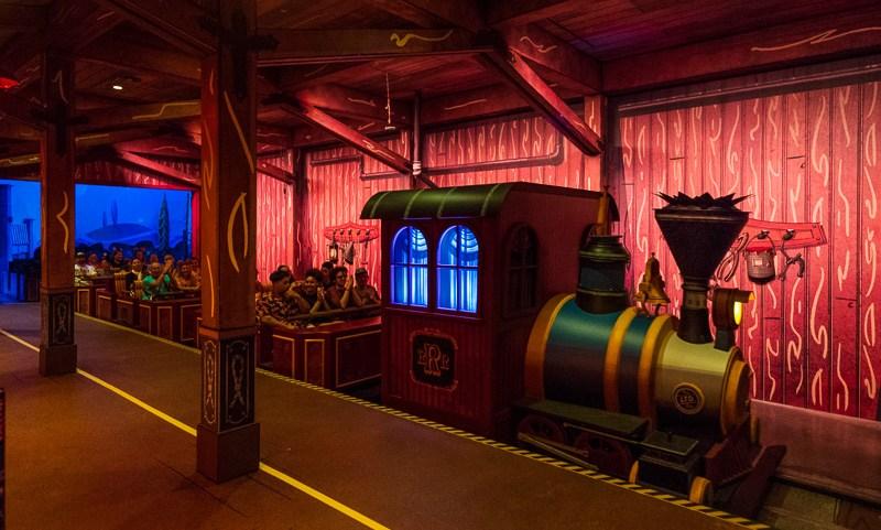 Revisión del ferrocarril fugitivo de Mickey y Minnie sin spoilers 7