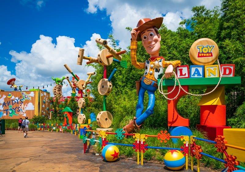 Los pedidos de quedarse en casa extienden efectivamente el cierre de Disney World 11