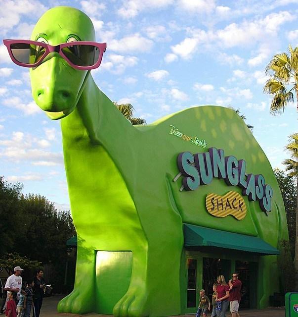 Dinosaurio Jack's Sunglass Shack en Disney's California Adventure