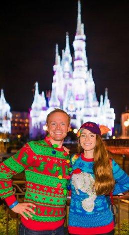 sarah-tom-bricker-feo-navidad-suéteres-walt-disney-world copia