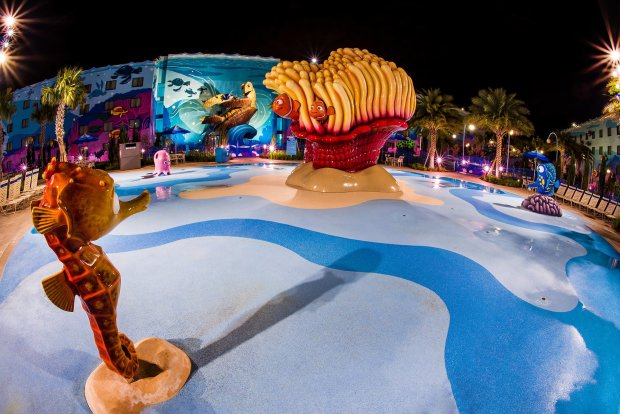 arte-animación-encontrar-nemo-pool-disney-world-night copy