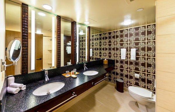polynesian-village-resort-bathroom
